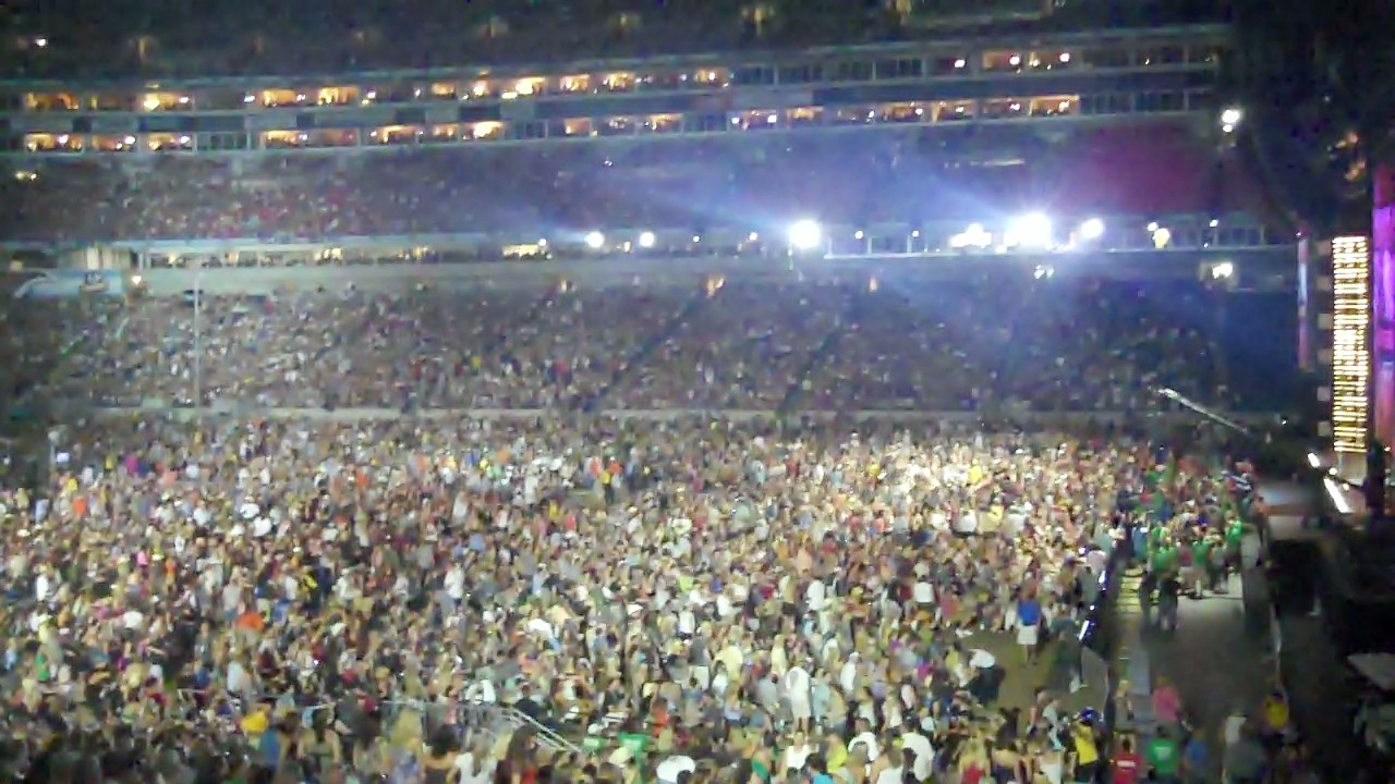 100,000 People to Meet: Country Music Festival 2011 » Log My Trip